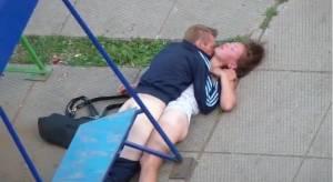Секс алкоголиков на детской площадке (видео жесть 18+)