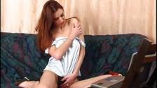Секси бейба позирует перед веб-камерой