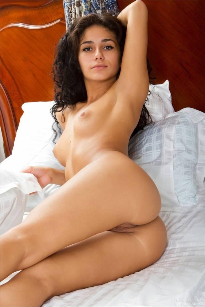 Голые женщины армянки фото в постели 27582 фотография