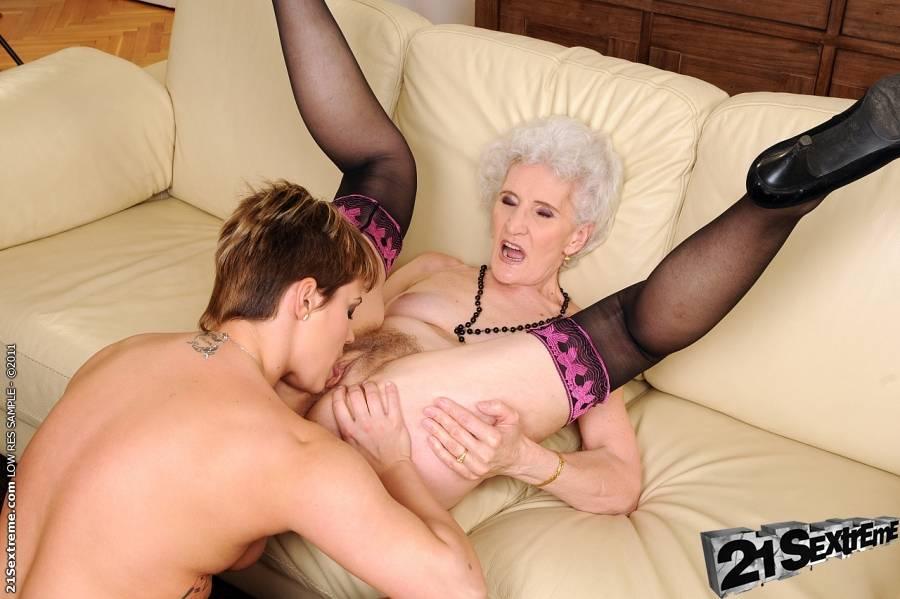 порно фото онук трахает бабушку