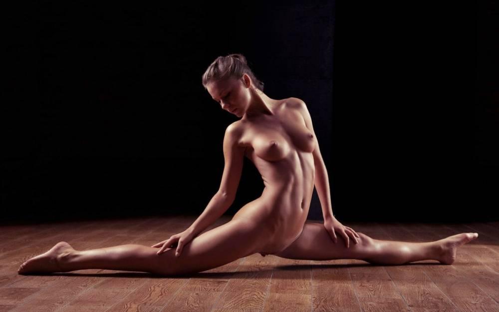 Nude titfighting