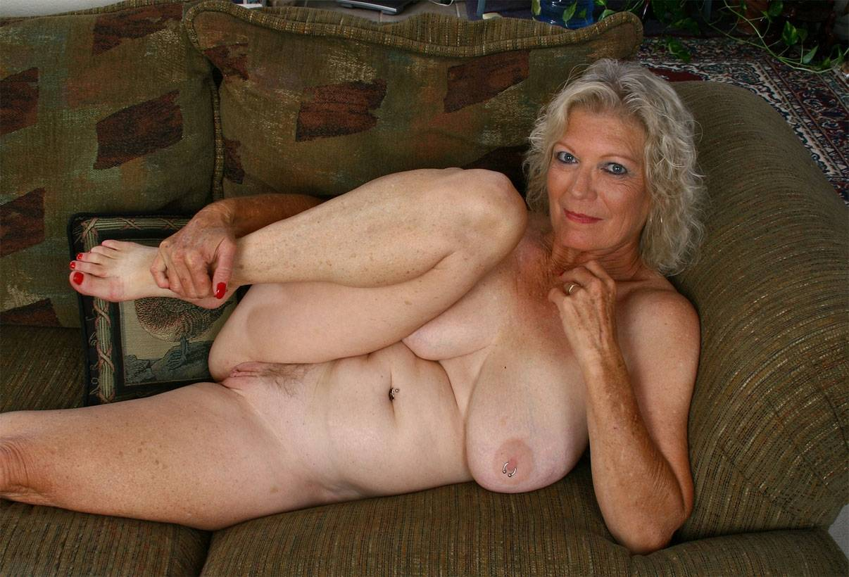 Pin on sexy mature