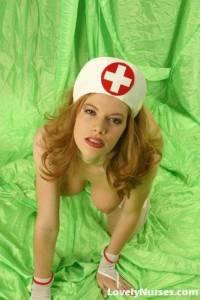 Натуральные сисяндры рыжей медсестры с мохнатой киской