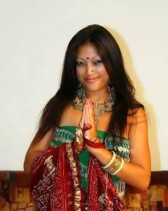 Перед сексом индианка станцевала красивый восточный танец
