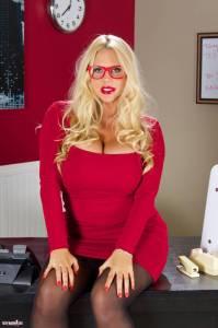 Красивая секси начальница Karen Fisher