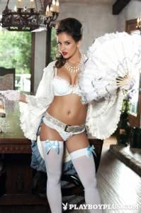 Роскошная женщина Jaclyn Swedberg в сексуальном наряде