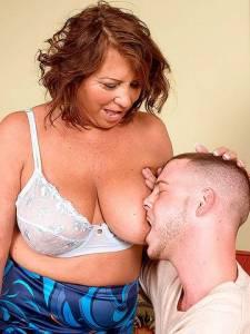 Большие дойки бабушки залили спермой