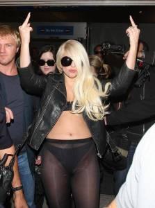 Интимные засветы певицы Леди Гага в аэропорту Лосанджелесса (фото)