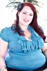 Пухлая Eliza Allure с рыжими волосами показала большие дойки