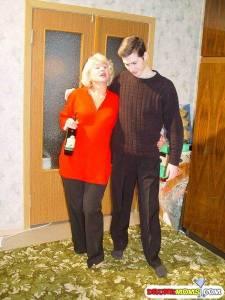 Пьяная мать соблазнила родного сына на секс