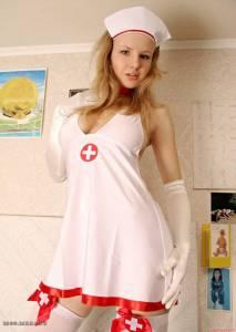 Сексапильная медсестра вывалила сиськи с большими круглыми сосками